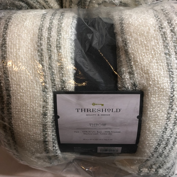 """Stripe Boucle Reverse to Sherpa Throw Blanket White//Red Threshold 50/"""" x 60/"""""""